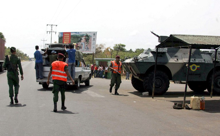 An armoured vehicle of the Venezuelan Army stands in position at a checkpoint in Paraguachon, in the state of Maracaibo, in the Venezuelan border with Colombia on March 6, 2008. Venezuela and its leftist allies Ecuador and Nicaragua closed ranks against Colombia Thursday, despite US-led calls for a diplomatic solution to prevent a crisis from spiraling into armed conflict. Nicaraguan President Daniel Ortega joined Ecuadoran counterpart Rafael Correa and Venezuelan leader Hugo Chavez in breaking diplomatic relations with Colombia over Bogota's air raid against a FARC guerrilla camp inside Ecuador. After Saturday's attack, Ecuador and Venezuela reinforced their borders with Colombia while Chavez warned Bogota against repeating a similar incursion in his country. The FARC have been reported to hide in Venezuela and Ecuador. AFP PHOTO/Pedro REY