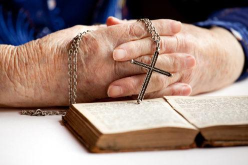 Profesora denuncia que fue obligada a asistir a misa Católica