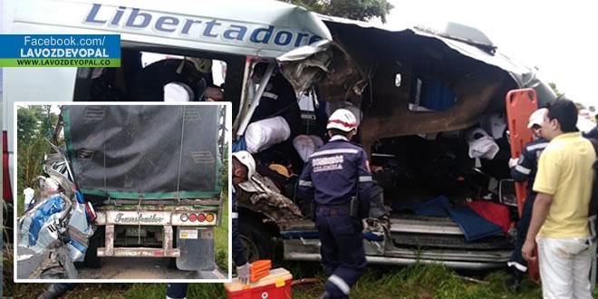 Aparatoso accidente de tránsito dejó 4 personas heridas y una muerta en la vía Maní – Aguazul