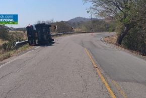 Un vehículo se volcó en la vía Yopal- Paz De Ariporo.