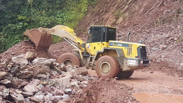 Se siguen recuperando vías con la maquinaria de Gestión del Riesgo  Departamental. | | La Voz De yopal