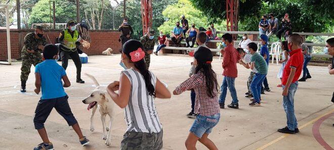 Entrega de kits escolares en Tauramena - Noticias de Colombia